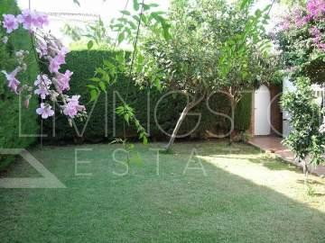 Villa,  Near Everything,  Fitted Kitchen,  Parking: Street,  Garden: Private,  Facing: ...