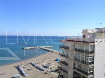 Beach side luxury penthouse built on the border of Los Boliches Fuengirola. Apartment ...