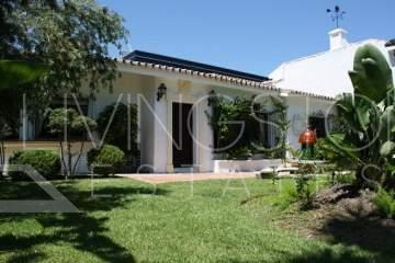 Beautiful villa located only a few hundred meters from the beach. The south facing villa has 4 ...