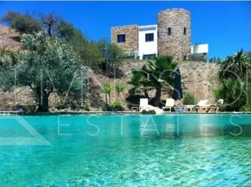 A true oasis located only a shortdrive to the village Monda. This property is build with high ...