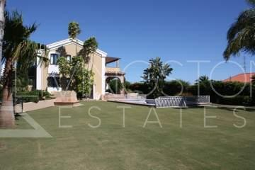 Beautiful villa for holiday rent in the are of New Golden Mile¡ New building, new furnished ...