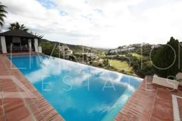 Fantastic villa located in the prestigious gated community of Las Lomas de La Quinta