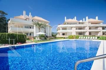 Modern ground floor apartment in a luxury beachfront complex, Estepona