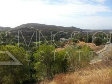 Great plot for the investments with panoramic sea, mountaines and golf views in Marbella Club ...