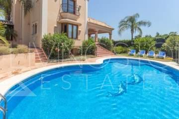 Beautiful villa just in 5 min. driving from Puerto Banus! It consists of 7 bedrooms, 6 ...