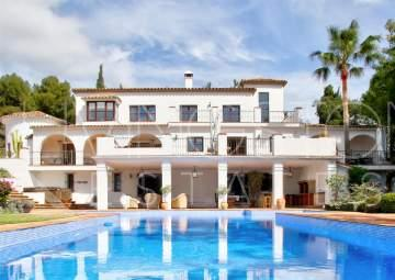 Luxury villa on a huge plot in the hart of  The Golden mile in Marbella