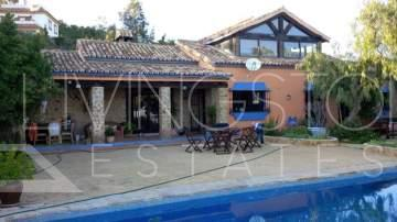 Spectacular and panoramic views, very nice and cosy classic style villa/finca, south facing.