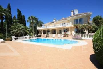 Luxury villa in the prestigious area of Marbesa in 200m walking to the sea!