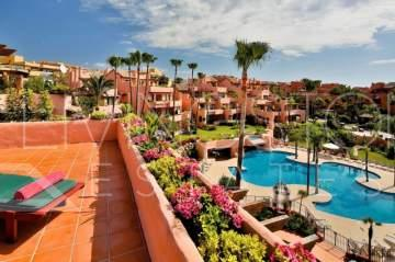 Fabulous penthouse with panoramic sea views, beachfront in Cabo bermejo, Estepona