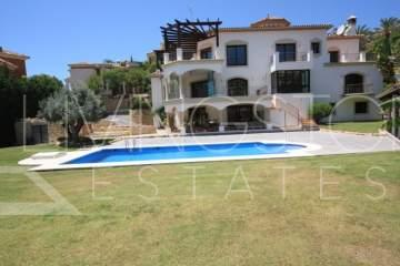 Luxury 6 bedrooms villa in Los Arqueros, Benahavis, in the urbanisation with 24 hours ...