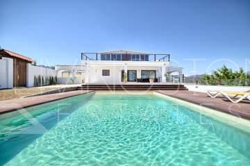 Immaculate villa located just few minutes to the town center of Estepona