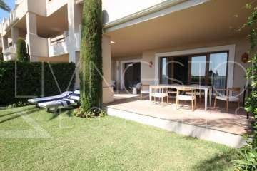 This Luxury apartment, is situated in the area of El Paraiso, between Marbella and Estepona in ...