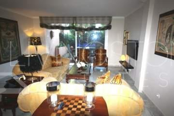 Stunning  refurbished and beautifully decorated apartment, southwest facing . The apartment is ...