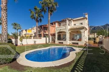 Marvelous family villa with 5 bedrooms, newly built in Marbella town