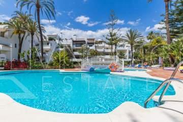 Splendid ground floor apartment in a beach side complex on the Golden mile of Marbella.