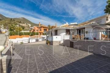 Beautiful detached villa completely renovated with high quality materials , located in the ...