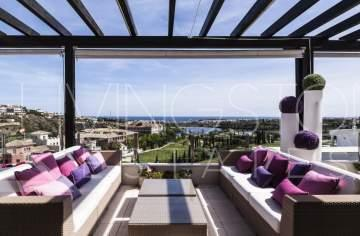 This very luxury 3 bedroom penthouse is located within the gated urbanization Tee 6 -  ...