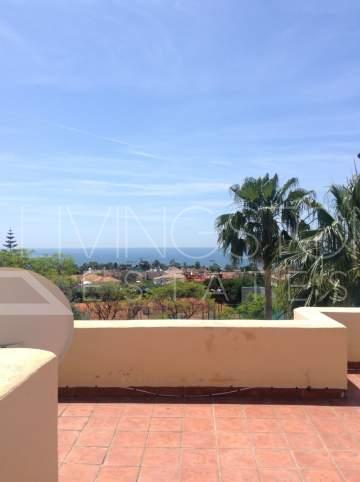 This fantastic central located 4 bedroom villa is located in the heart of Marbella, with ...