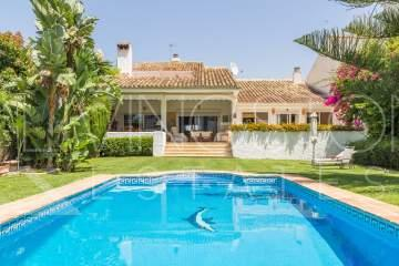 Nice villa in 5 min. walking to the sea and the beach in the prestigious area of Guadalmina ...
