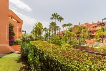 This is a fabulous apartment in the luxurious Mar Azul resort, close to Estepona. The resort ...