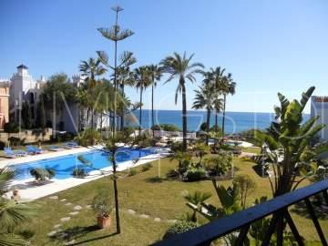 Beautiful apartment with amazing sea views in the beach front complex!