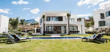 New built complex in Nueva Andalucia with an unique setting