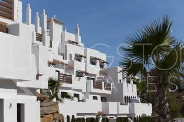 Spacious apartment in a frontline golf complex. Consists of 3 bedrooms with two bathrooms, ...