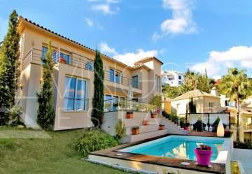 Amazing villa in the popular area of Los Arqueros with panoramic views! Villa is constructed ...