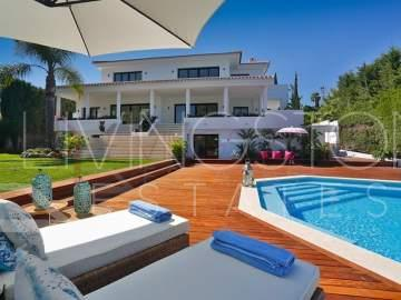 A brand-new contemporary front line golf villa with exceptional views towards the golf