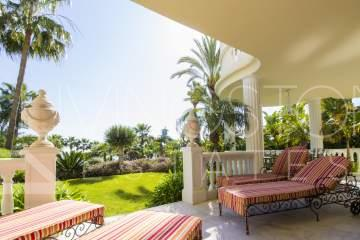 Extraordinary luxury apartment in the beachfront complex of Las Dunas Park, Estepona