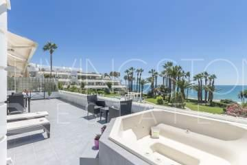 Breathtaking 3 bed Penthouse Frontline Beach.
