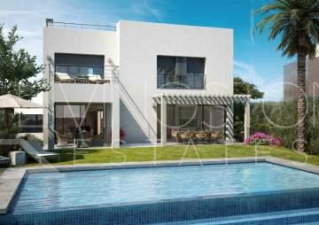 Newly built villa with modern design in a private location just in front La Resina golf course