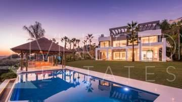 Exceptional luxury villa in one of the most prestigious area of Costa Del Sol - Los Flamingos!