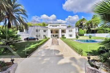 Spectacular villa on a huge plot of 3000m2 in the heart of the Golden mile in Marbella