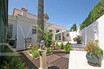 RECENTLY REDUCED .. A magnificent family villa with 5 bedrooms that is in perfect condition,El ...