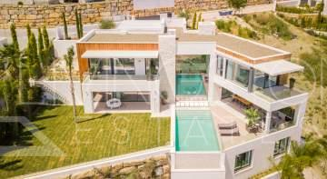 Spectacular 6 bedroom contemporary villa with amazing panoramic views on golf and Mediterranean