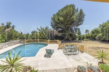Nice family villa with the large plot and with the very good location in El Paraíso!