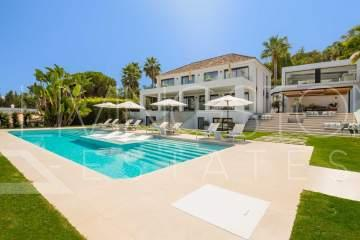 Spacious villa, distributed on three floors and offers generous outdoor living areas