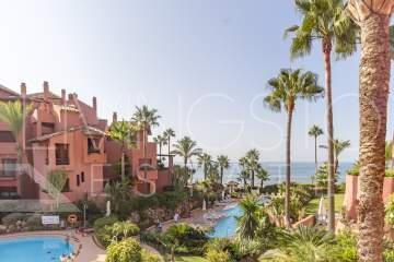 Lovely middle floor apartment with the amazing sea views in the beach front complex!