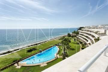 Amazing duplex penthouse in a beachfront complex, New Golden mile of Estepona