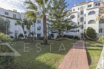 Beautiful 3 Bedrooms ground floor apartment, fully renovated with a nice garden close to Diana Park