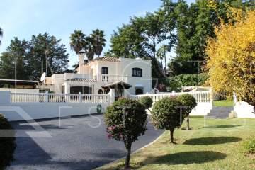 Encantadora Villa en venta en El Pilar, Estepona.