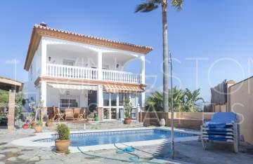Nice family villa in a very good location in Estepona,