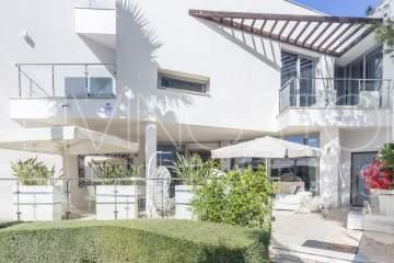 Luxury townhouse of contemporary design in the most prestigious area of Marbella - Sierra ...