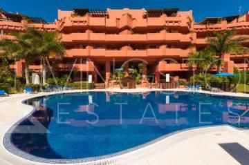 Beautiful 2 bedrooms apartment located in the beachside urbanization of Guadalmansa