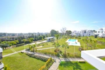 Contemporary luxury penthouse in the newly built modern complex in the prestigious area of Atalaya Golf.